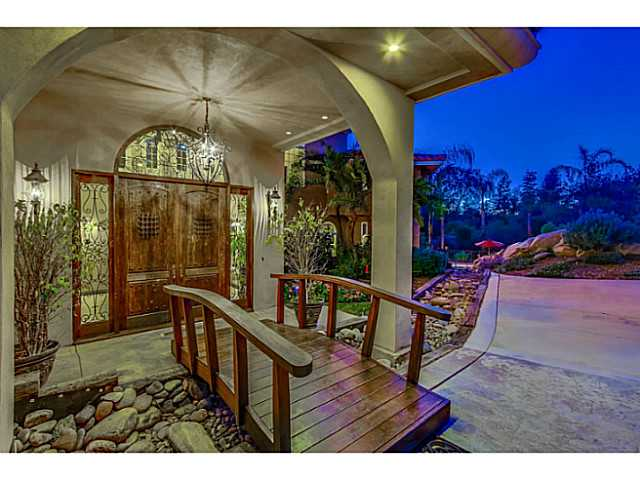 Photo 3: EL CAJON House for sale : 5 bedrooms : 1371 Windridge Drive