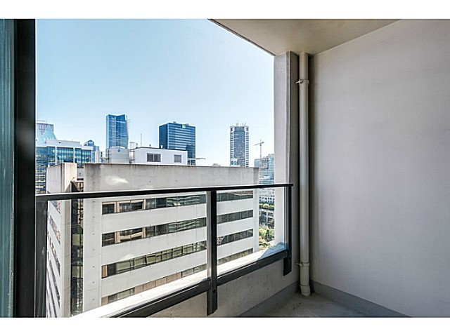 "Photo 5: 1723 938 SMITHE Street in Vancouver: Downtown VW Condo for sale in ""ELECTRIC AVENUE"" (Vancouver West)  : MLS(r) # V1075235"