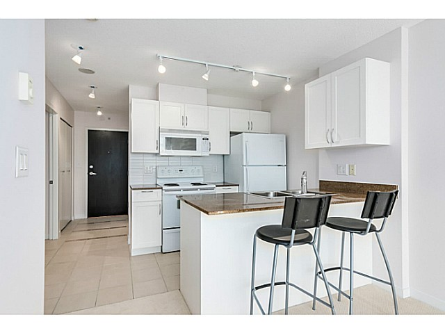 "Photo 8: 1723 938 SMITHE Street in Vancouver: Downtown VW Condo for sale in ""ELECTRIC AVENUE"" (Vancouver West)  : MLS(r) # V1075235"