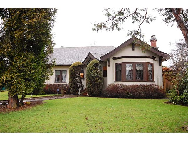 Main Photo: 221 Third Avenue in New Westminster: Queen's Park House  : MLS® # V987680