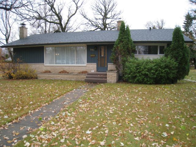 Main Photo: 301 Brown Avenue West in DAUPHIN: Manitoba Other Residential for sale : MLS® # 1301512