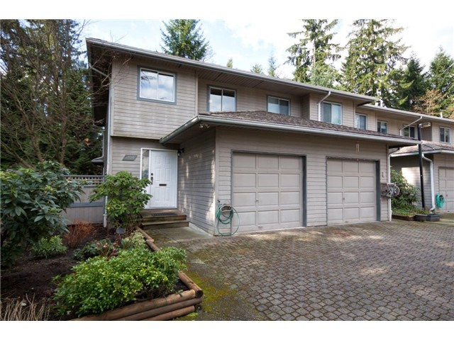 "Main Photo: 3934 INDIAN RIVER Drive in North Vancouver: Indian River Townhouse for sale in ""Highgate Terrace"" : MLS® # V997469"