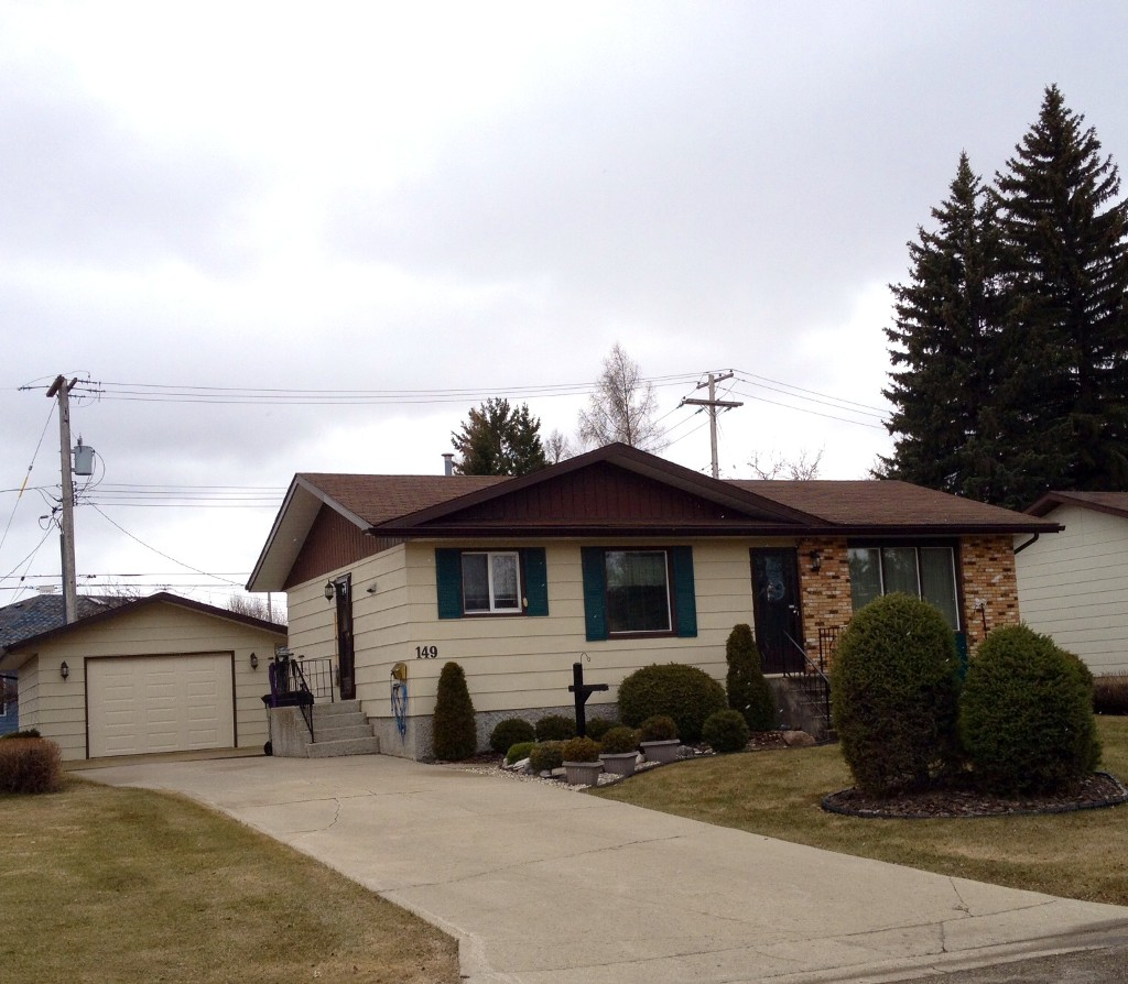 Main Photo: 149 Veterans Drive in Dauphin: Residential for sale
