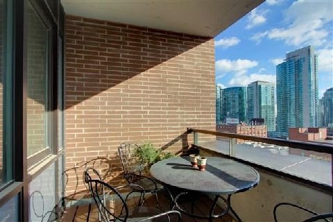 Photo 8: 400 Wellington St Unit #1004 in Toronto: Waterfront Communities C1 Condo for sale (Toronto C01)  : MLS(r) # C3069619
