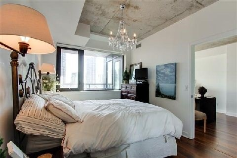 Photo 3: 400 Wellington St Unit #1004 in Toronto: Waterfront Communities C1 Condo for sale (Toronto C01)  : MLS(r) # C3069619