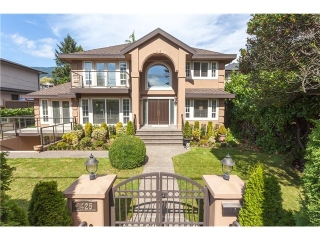 Main Photo: 1425 Inglewood Avenue in West Vancouver: Ambleside House for sale : MLS® # R2029659