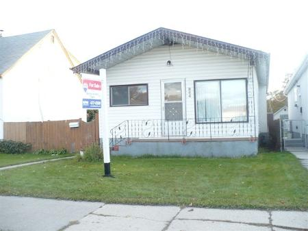 Photo 2: 964 MOUNTAIN AVE.: Residential for sale (North End)  : MLS(r) # 2919778