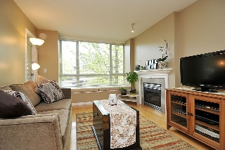 "Main Photo: 207 3235 W 4TH Avenue in Vancouver: Kitsilano Condo for sale in ""ALAMEDA PARK"" (Vancouver West)  : MLS(r) # V946907"