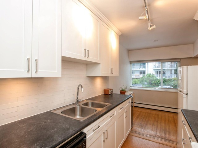 Main Photo: 102 1075 W 13TH Avenue in Vancouver: Fairview VW Condo for sale (Vancouver West)  : MLS®# V982666