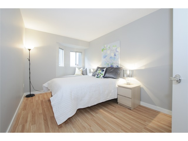 Photo 16: # 202 526 W 13TH AV in Vancouver: Fairview VW Condo for sale (Vancouver West)  : MLS(r) # V1094742
