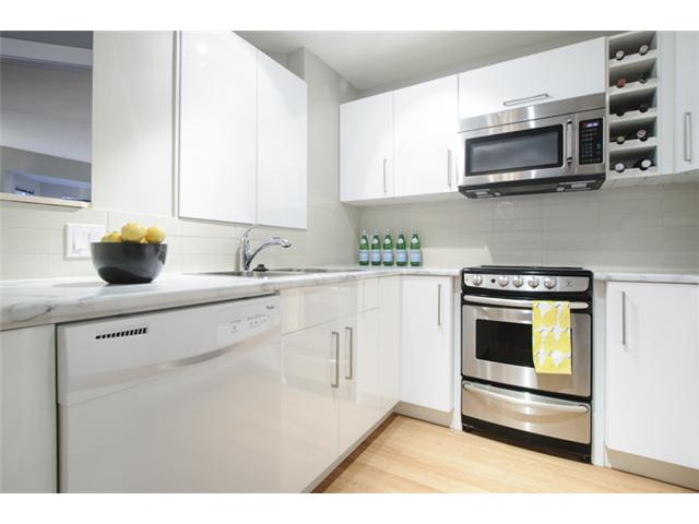 Photo 11: # 202 526 W 13TH AV in Vancouver: Fairview VW Condo for sale (Vancouver West)  : MLS(r) # V1094742
