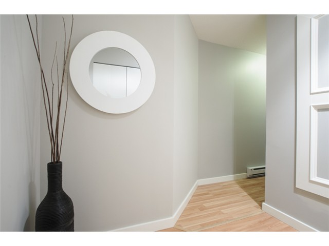 Photo 2: # 202 526 W 13TH AV in Vancouver: Fairview VW Condo for sale (Vancouver West)  : MLS(r) # V1094742