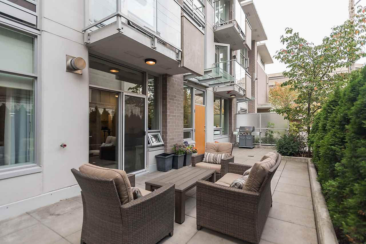 Photo 3: 105 1675 W 8TH AVENUE in Vancouver: Fairview VW Townhouse for sale (Vancouver West)  : MLS(r) # R2010745