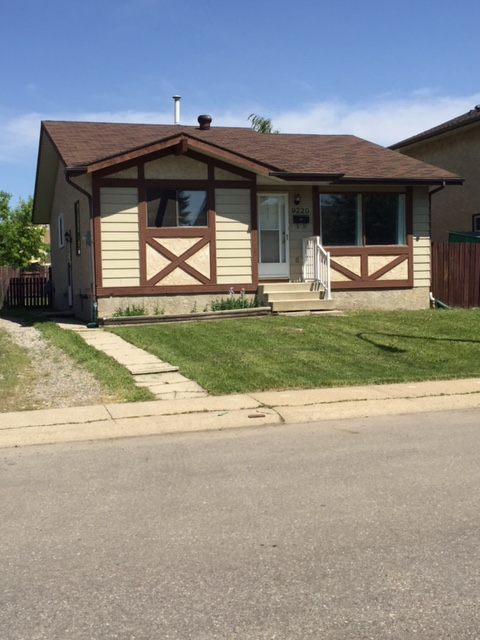 Main Photo: 9220 170 Ave in Edmonton: House for rent