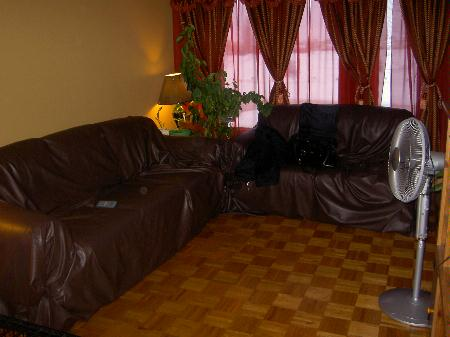 Photo 3: 45 Kinver: Residential for sale (Tyndall Park)  : MLS(r) # 2702723