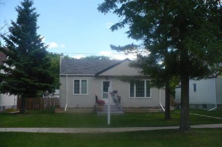 Photo 2: 604 CENTENNIAL Street: Residential for sale (Canada)  : MLS(r) # 1113577