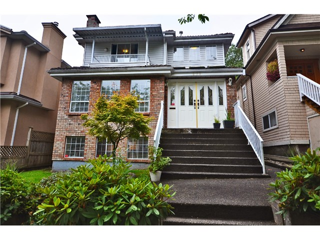 "Main Photo: 878 E 23RD AV in Vancouver: Fraser VE House for sale in ""CEDAR COTTAGE"" (Vancouver East)  : MLS(r) # V1022949"