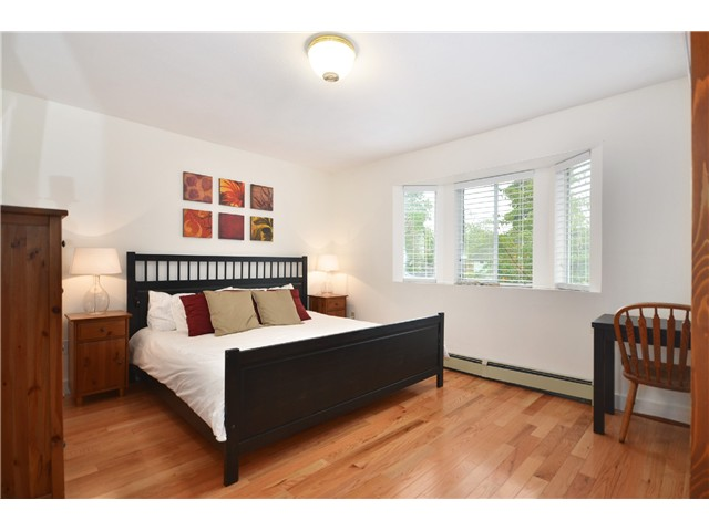 "Photo 13: 878 E 23RD AV in Vancouver: Fraser VE House for sale in ""CEDAR COTTAGE"" (Vancouver East)  : MLS(r) # V1022949"