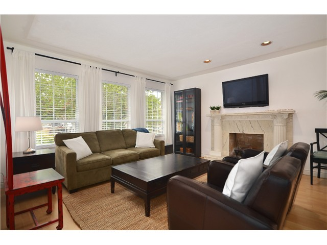 "Photo 3: 878 E 23RD AV in Vancouver: Fraser VE House for sale in ""CEDAR COTTAGE"" (Vancouver East)  : MLS(r) # V1022949"