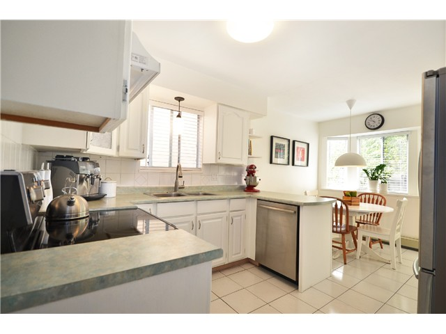 "Photo 7: 878 E 23RD AV in Vancouver: Fraser VE House for sale in ""CEDAR COTTAGE"" (Vancouver East)  : MLS(r) # V1022949"