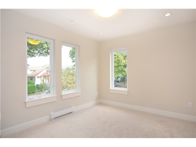 Photo 13: 528 E 10TH AV in Vancouver: Mount Pleasant VE House 1/2 Duplex for sale (Vancouver East)  : MLS® # V1024473