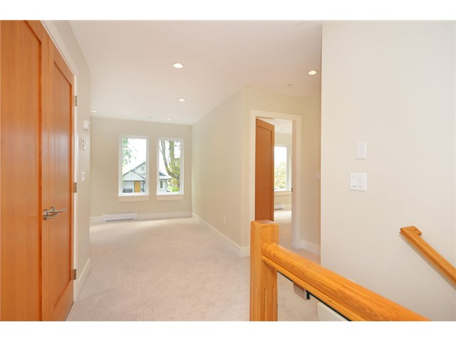 Photo 10: 528 E 10TH AV in Vancouver: Mount Pleasant VE House 1/2 Duplex for sale (Vancouver East)  : MLS® # V1024473