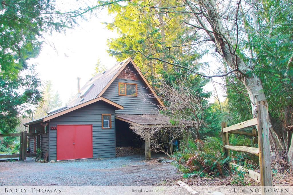 Main Photo: 538 Hilltop Place in Bowen Island: House for sale : MLS(r) # V1050249