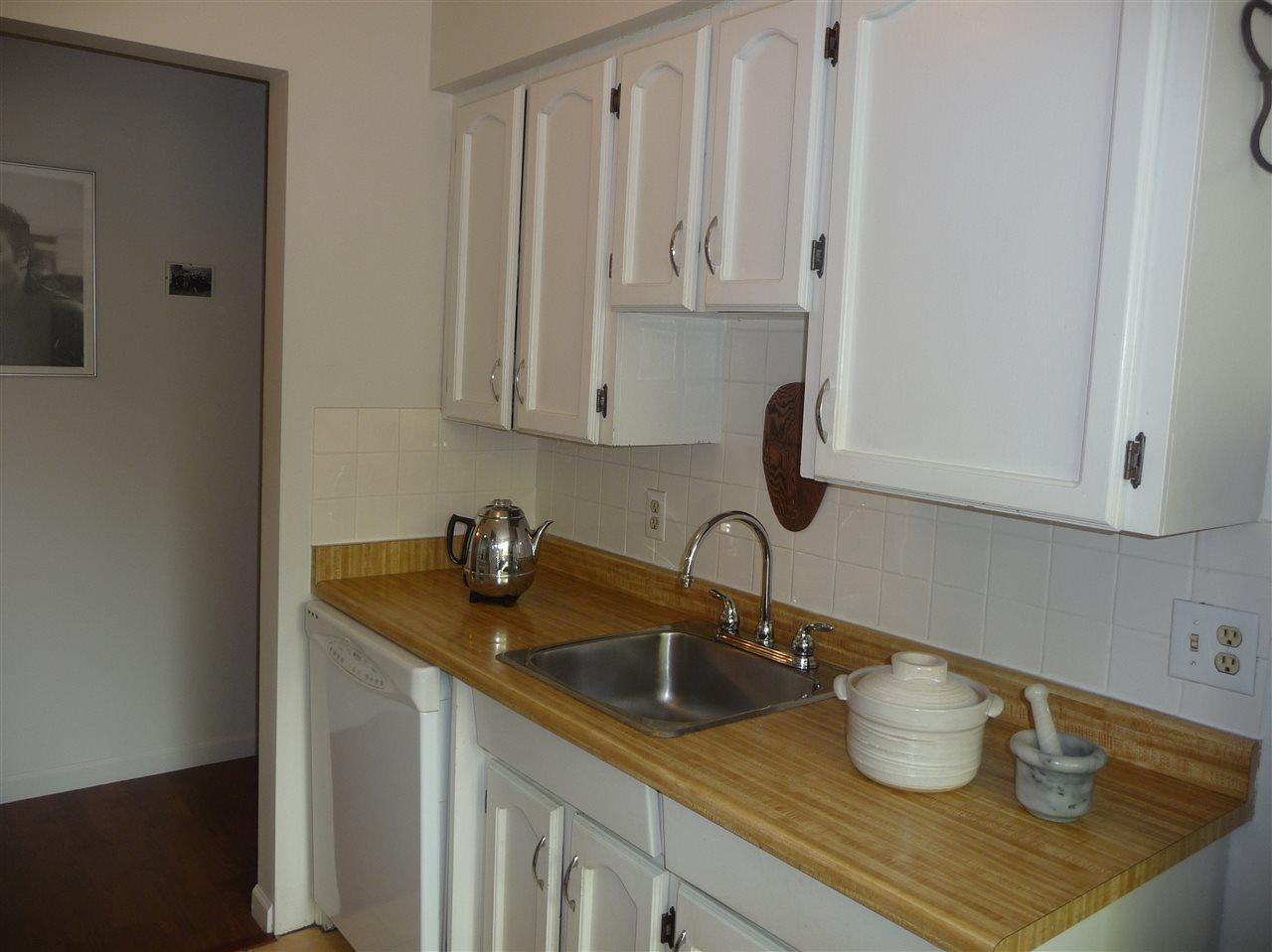 Photo 2: 103 2910 ONTARIO STREET in Vancouver: Mount Pleasant VE Condo for sale (Vancouver East)  : MLS® # R2058838