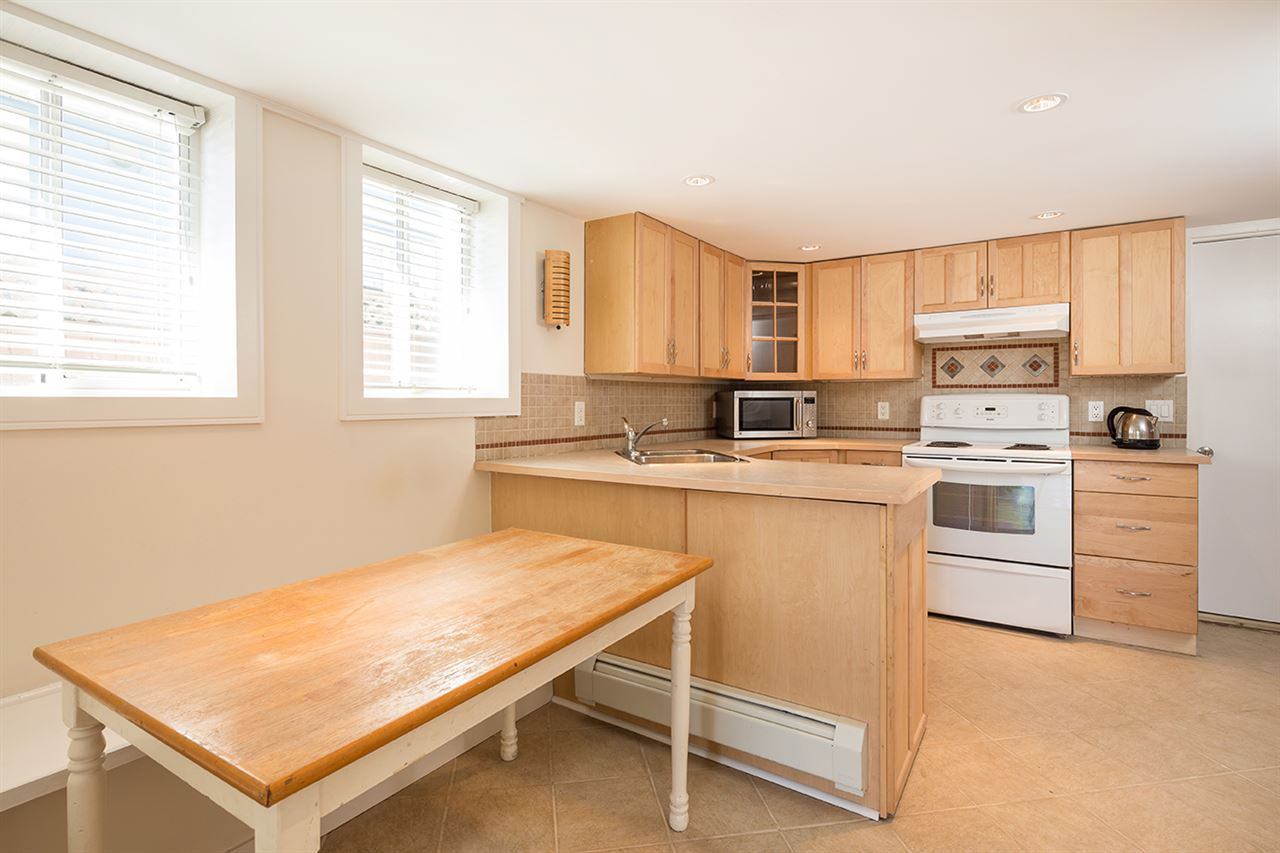 Photo 16: Photos: 663 E 5TH STREET in North Vancouver: Queensbury House for sale : MLS® # R2072236
