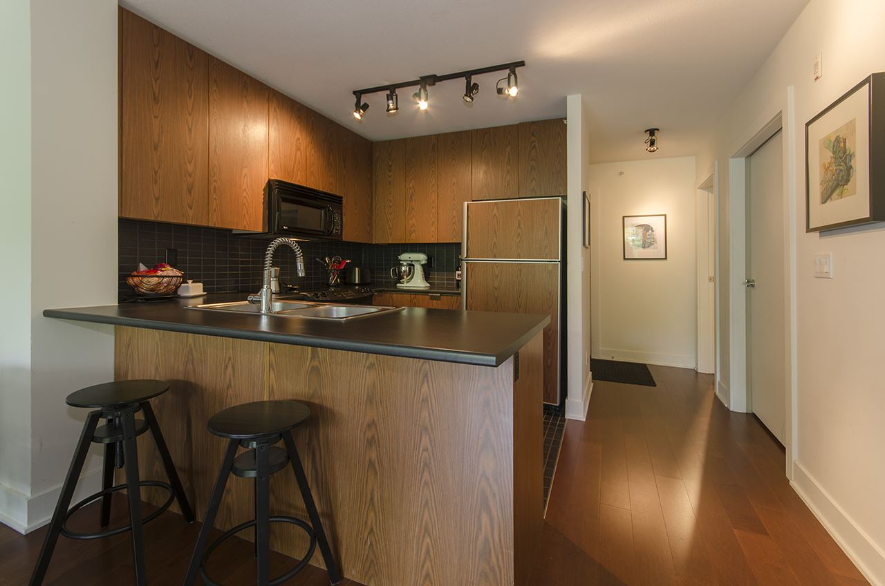 Photo 3: 305 2036 W 10TH AVENUE in Vancouver: Kitsilano Condo for sale (Vancouver West)  : MLS® # R2089487