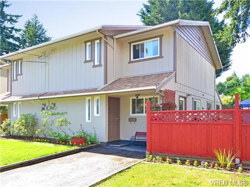 Main Photo: 561B Acland Avenue in VICTORIA: Co Wishart North Strata Duplex Unit for sale (Colwood)  : MLS® # 324278