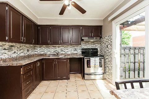 Main Photo: 65 2395 Bromsgrove Road in Mississauga: Clarkson Condo for sale : MLS(r) # W2965530