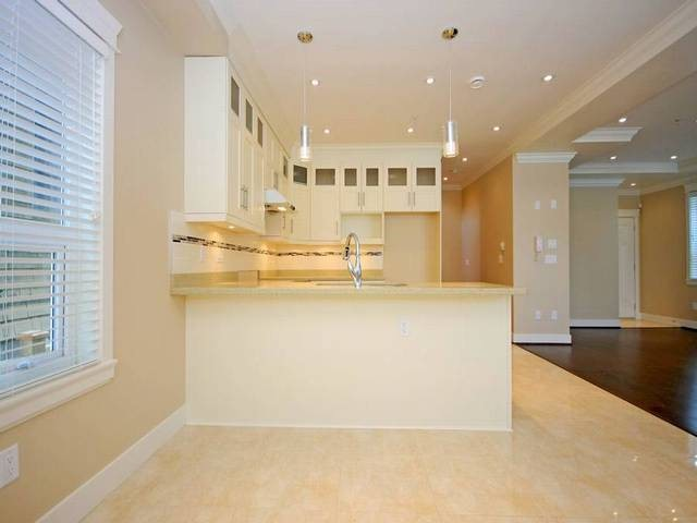 Photo 4: 1351 E 12TH AV in Vancouver: Grandview VE Condo for sale (Vancouver East)  : MLS(r) # V1051637