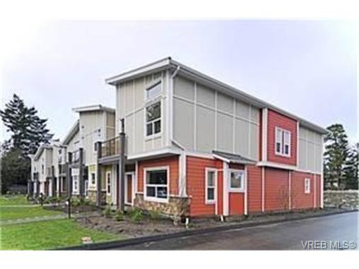 Main Photo: 868 Brock Avenue in VICTORIA: La Langford Proper Townhouse for sale (Langford)  : MLS® # 239367