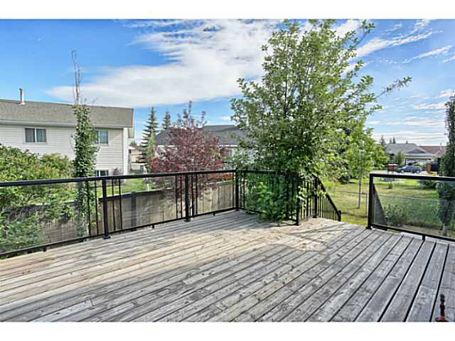 Large rear deck overlooking the yard