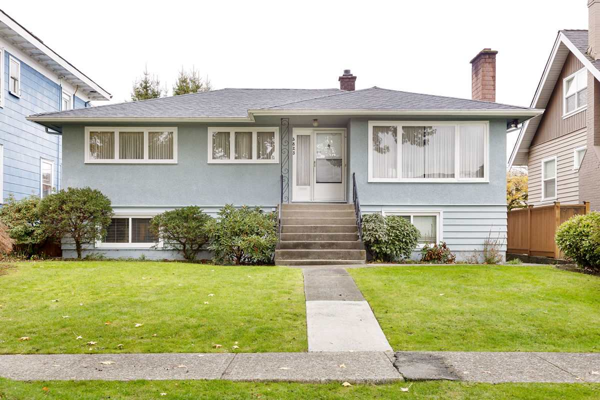 FEATURED LISTING: 3825 DUNDAS Street Burnaby