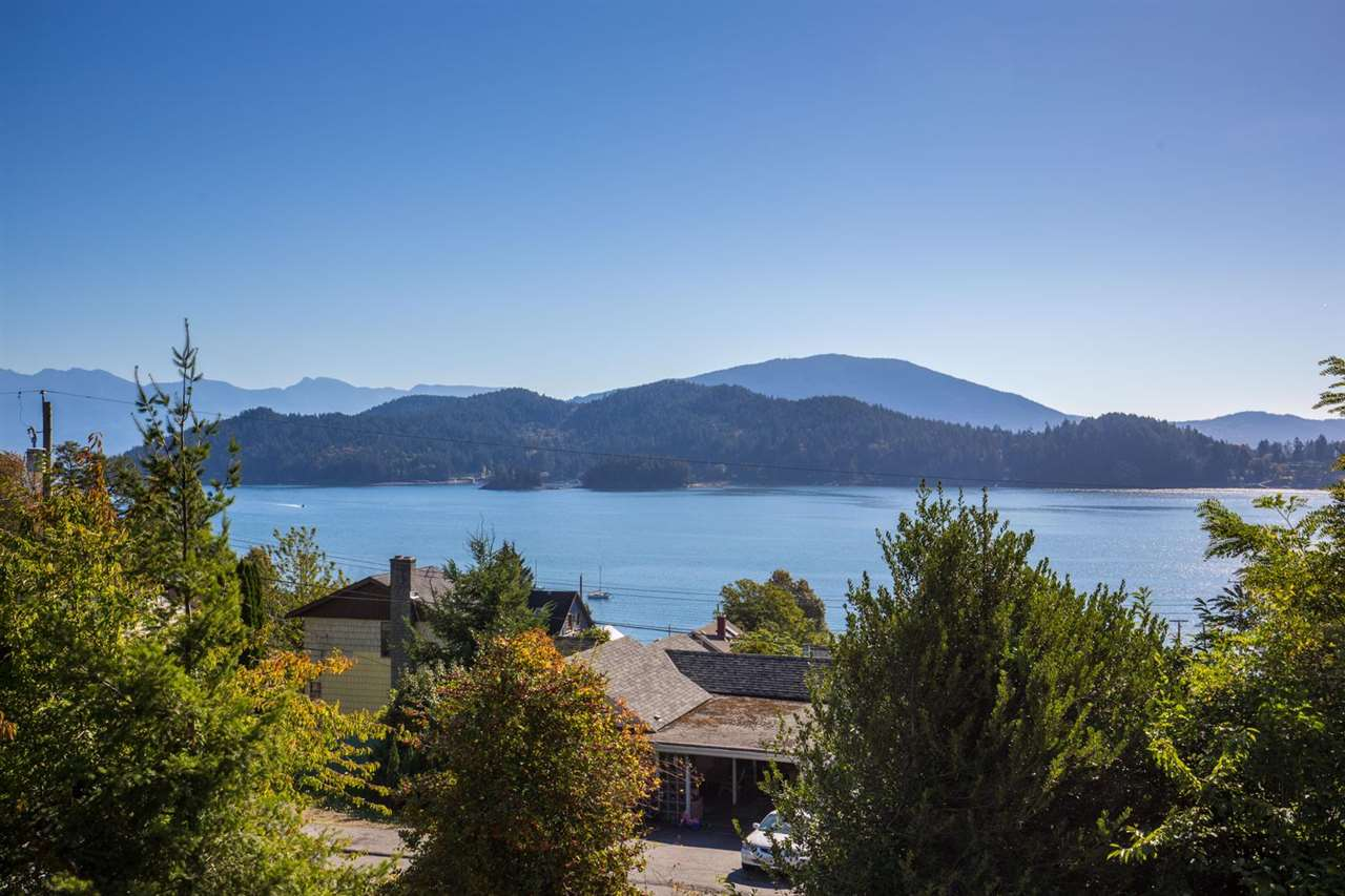 Main Photo: 609 GLEN ROAD in Gibsons: Gibsons & Area House for sale (Sunshine Coast)  : MLS® # R2109430