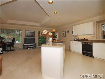Photo 10: 1270 Carina Place in VICTORIA: SE Maplewood Single Family Detached for sale (Saanich East)  : MLS® # 305128