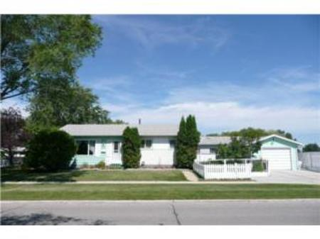 Main Photo: 23 VOYAGEUR AVE.: Residential for sale (Crestview)  : MLS(r) # 1014955