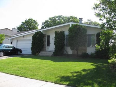 Main Photo: Beautiful 4 Bedroom Bungalow