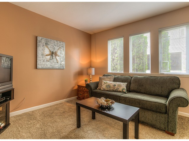 "Photo 6: 87 211 BEGIN Street in Coquitlam: Maillardville Townhouse for sale in ""FOUNTAIN BLEU"" : MLS® # V966076"