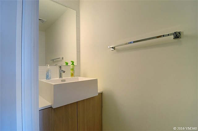 Photo 6: 5 Hanna Ave Unit #405 in Toronto: Niagara Condo for sale (Toronto C01)  : MLS(r) # C3572052