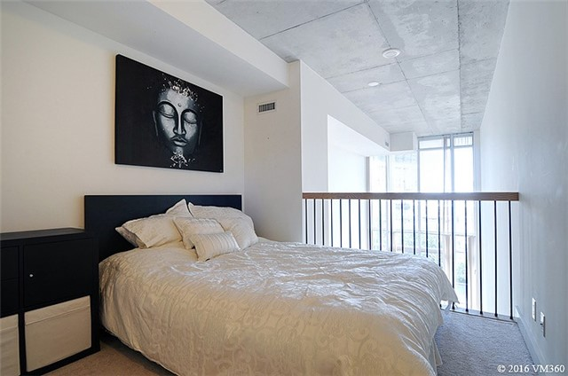 Photo 2: 5 Hanna Ave Unit #405 in Toronto: Niagara Condo for sale (Toronto C01)  : MLS(r) # C3572052