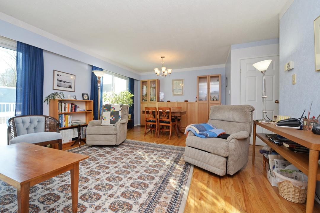 Photo 2: 3 114 PARK ROW in New Westminster: Queens Park Townhouse for sale : MLS(r) # R2131845