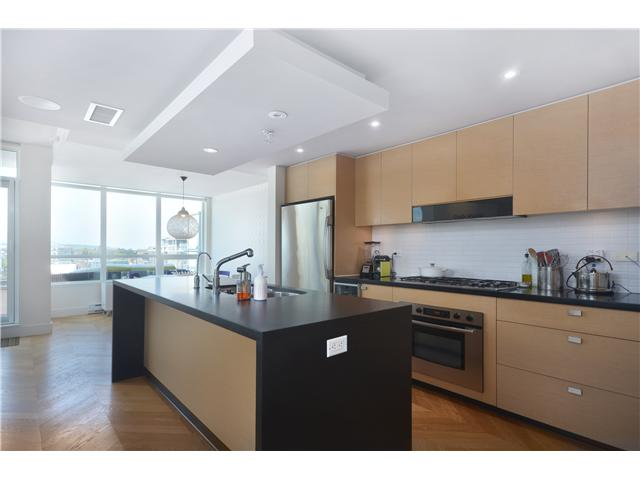 "Photo 4: 902 1530 W 8TH Avenue in Vancouver: Fairview VW Condo for sale in ""PINTURA"" (Vancouver West)  : MLS® # V1006974"