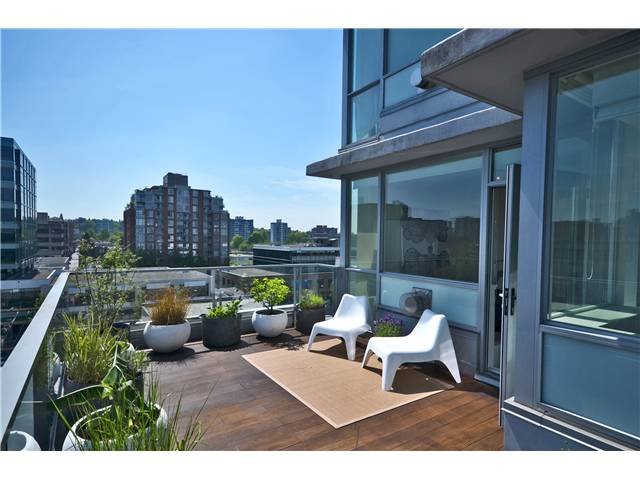 "Photo 2: 902 1530 W 8TH Avenue in Vancouver: Fairview VW Condo for sale in ""PINTURA"" (Vancouver West)  : MLS® # V1006974"
