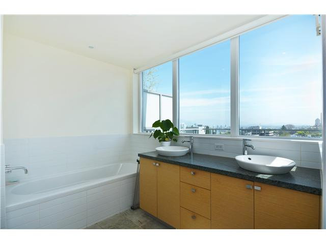 "Photo 10: 902 1530 W 8TH Avenue in Vancouver: Fairview VW Condo for sale in ""PINTURA"" (Vancouver West)  : MLS® # V1006974"
