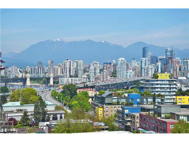 "Photo 3: 902 1530 W 8TH Avenue in Vancouver: Fairview VW Condo for sale in ""PINTURA"" (Vancouver West)  : MLS® # V1006974"