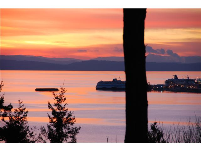 Main Photo: 731 ENGLISH BLUFF Road in Tsawwassen: English Bluff House for sale : MLS® # V1019032