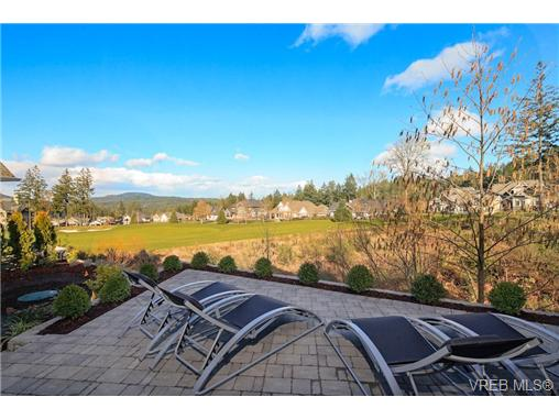 Photo 3: 2071 Hedgestone Lane in VICTORIA: La Bear Mountain Residential for sale (Langford)  : MLS® # 339240